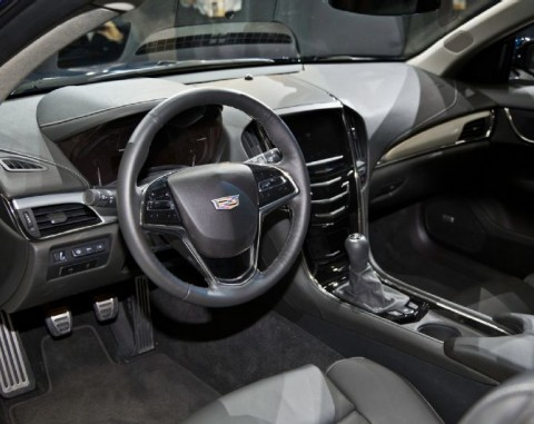 2015-Cadillac-ATS-cockpit